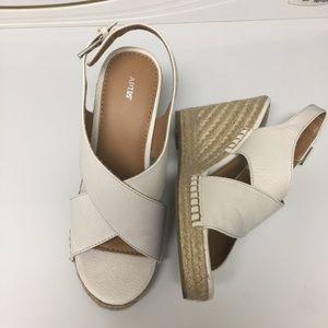 Apt.9 Size 7.5 White Wedges